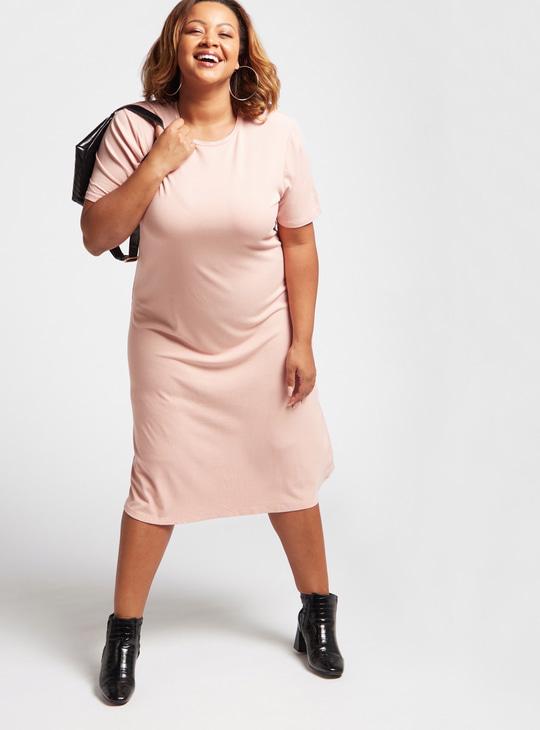 فستان ميدي واسع مضلع بياقة ضيقة وأكمام قصيرة