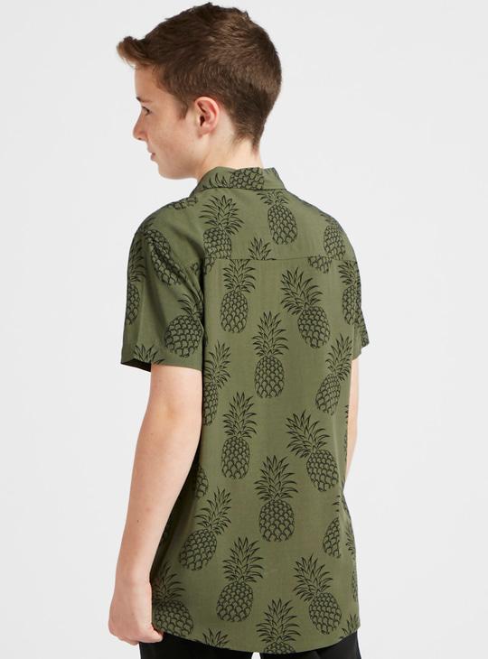قميص بياقة عادية وأكمام قصيرة وطبعات أناناس