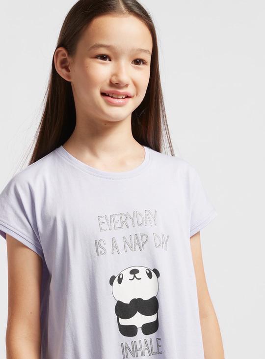 قميص نوم بياقة مستديرة وأكمام كاب وطبعات