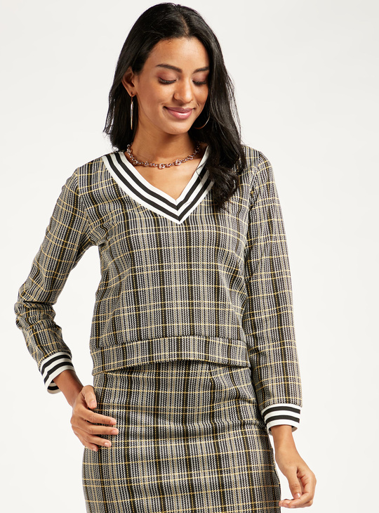 Striped Top with V-neck and Long Sleeves