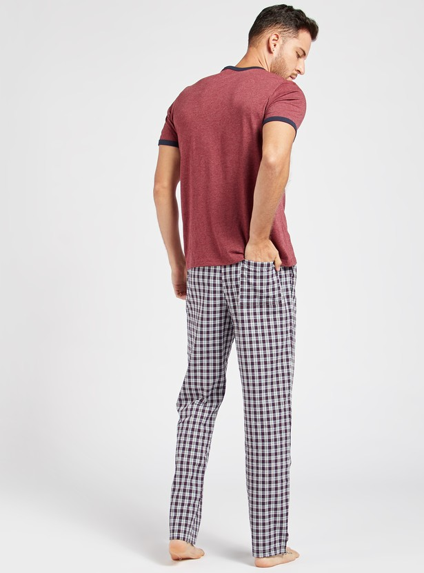 Solid T-shirt with Short Sleeves and Chequered Pyjama with Pockets