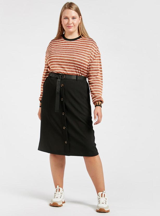 تنورة إيه لاين بارزة الملمس بطول متوسط وتفاصيل جيوب وحزام