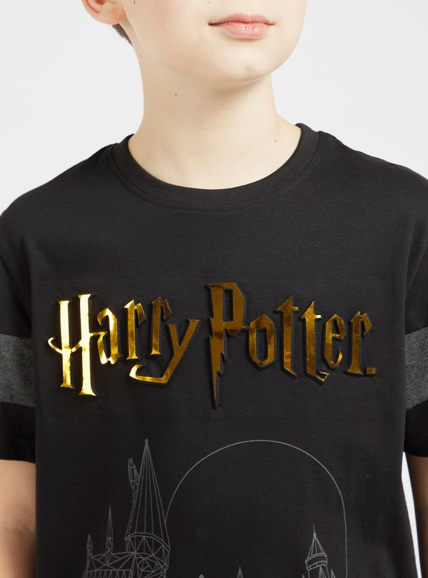 Harry Potter Embossed Print T-shirt with Round Neck and Short Sleeves