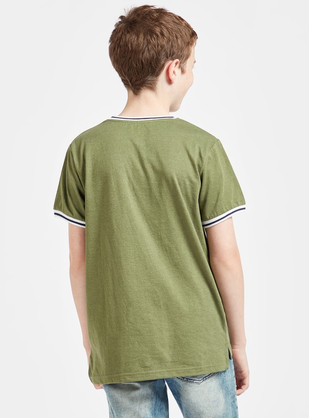 Solid T-shirt with Piping Detail and Short Sleeves