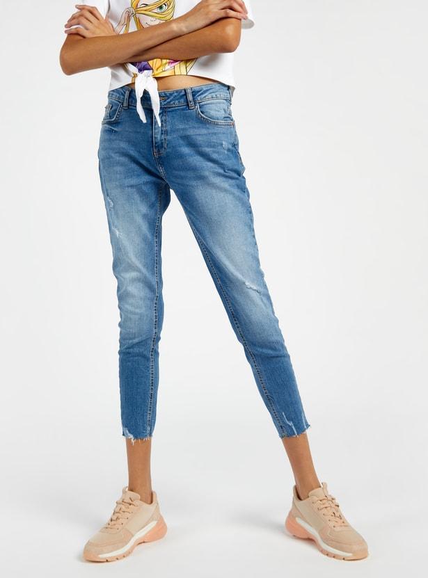 بنطال جينز قصير مضلع بخصر متوسط الارتفاع وجيوب وزر إغلاق