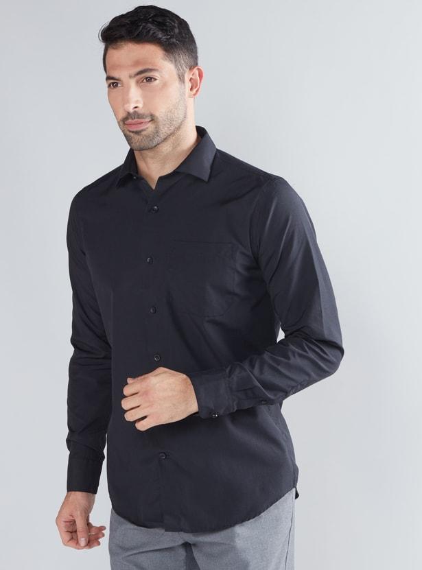 قميص بأكمام طويلة وشريط أزرار