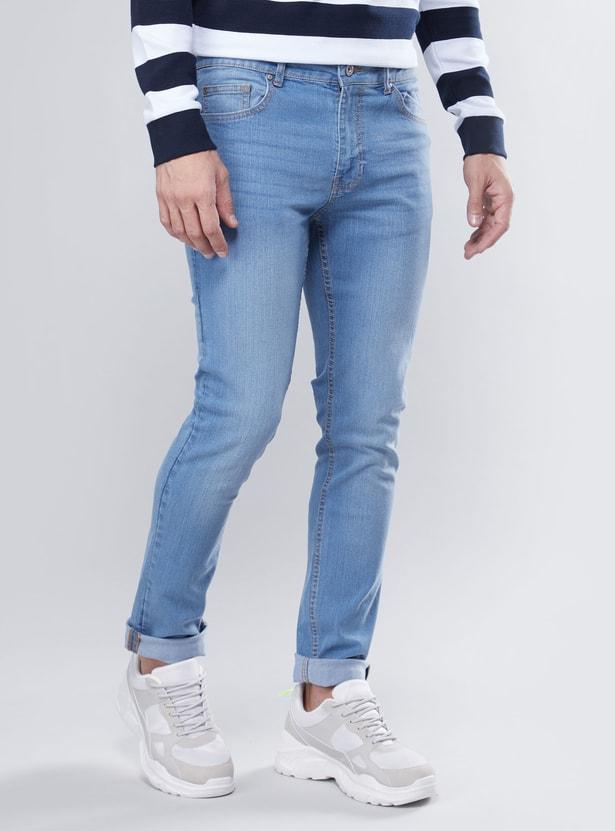 بنطلون جينز بقصة سكيني بخصر متوسط الإرتفاع مزود بخمسة جيوب