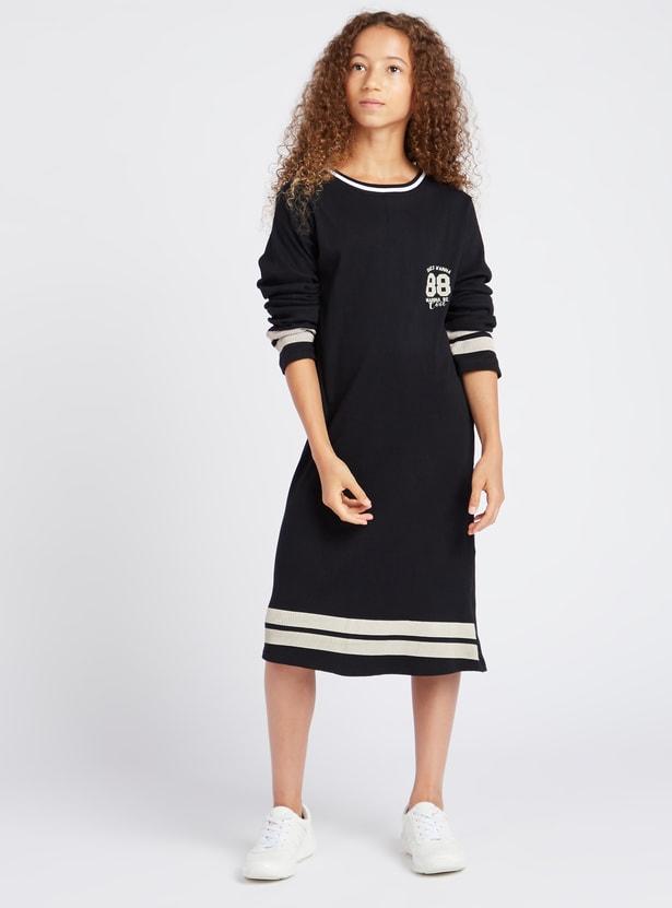 فستان ميدي بطبعات وبياقة مستديرة وأكمام طويلة