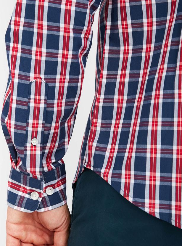 قميص كاروهات بأكمام طويلة وياقة عادية