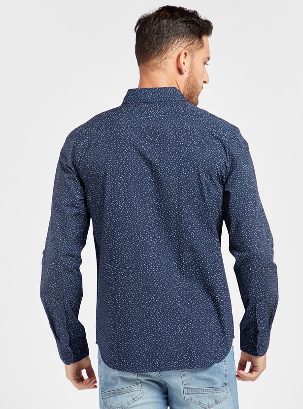 قميص بياقة عادية وأكمام طويلة وطبعات