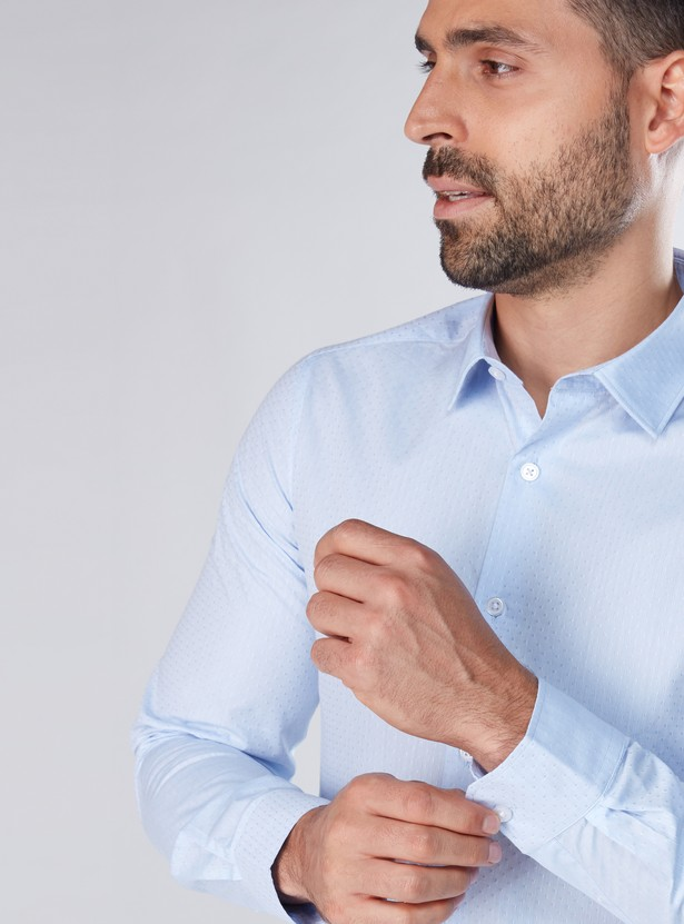 قميص بأكمام طويلة