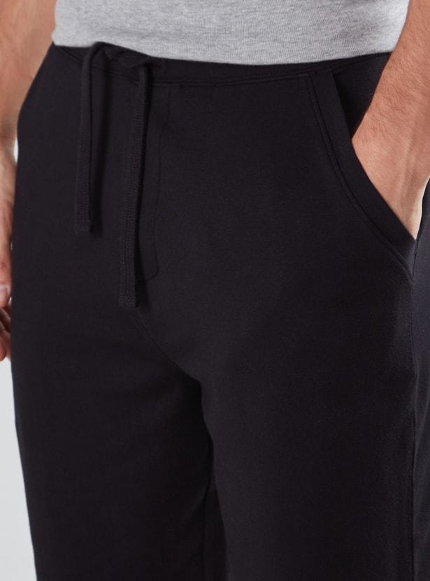 Plain Shorts with Drawstring Closure and Pocket Detail