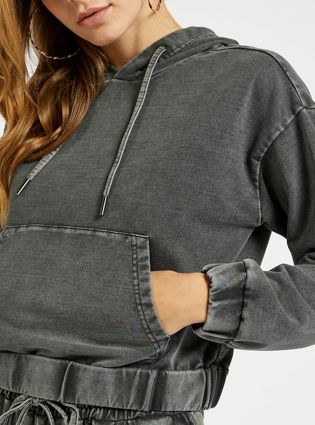 Cropped Hoodie with Long Sleeves and Kangaroo Pockets