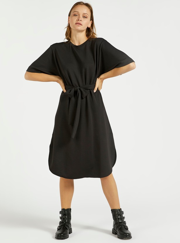 Solid A-line Knee Length Kaftan Dress with Tie-Ups and Short Sleeves