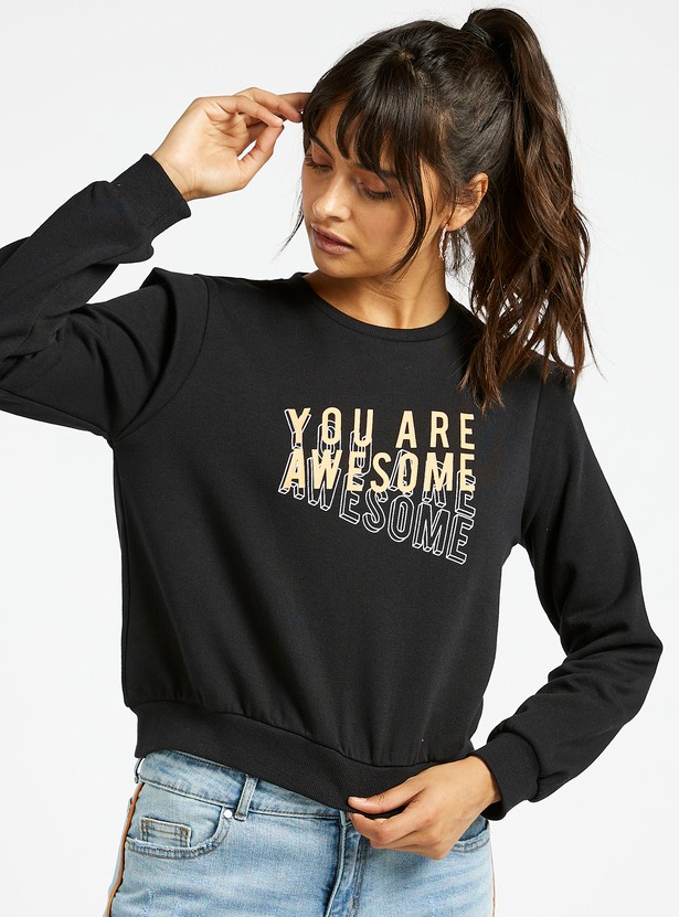 Slogan Print Cropped Sweatshirt with Round Neck and Long Sleeves