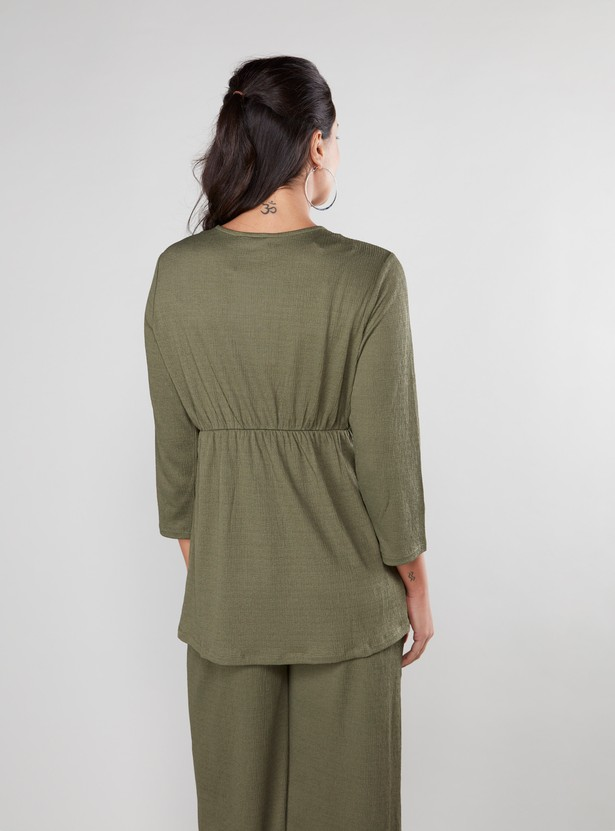 Maternity Textured Top with V-neck and 3/4 Sleeves