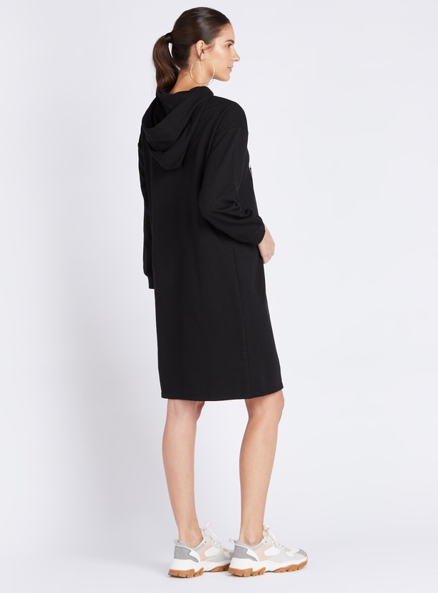 Typographic Print Shift Maternity Dress with Long Sleeves and Hood
