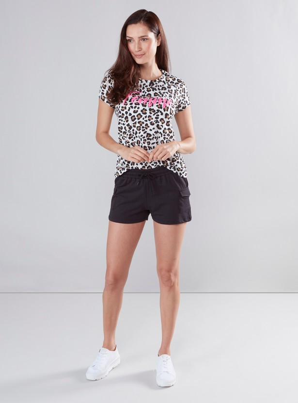 Solid Shorts with Two Flap Pockets and Drawstring Closure