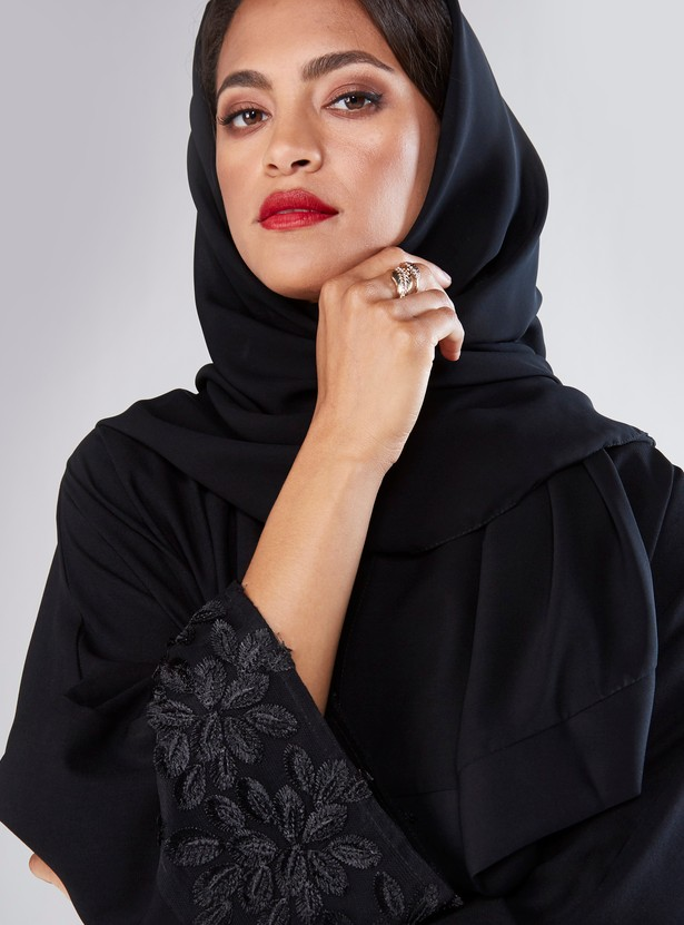 Full Length Abaya with Leaf Applique Detail and Concealed Placket