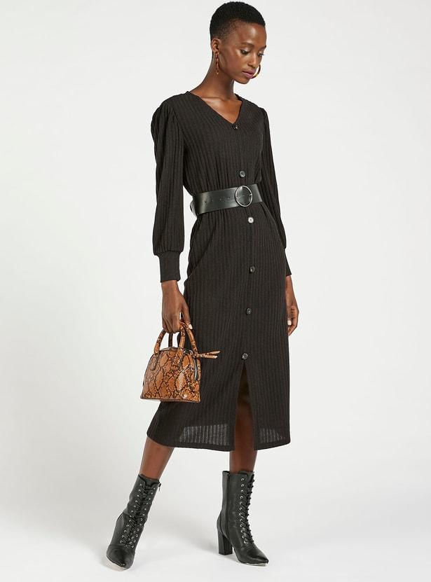 فستان مضلع بياقة على شكل V وأكمام طويلة وإغلاق بأزرار