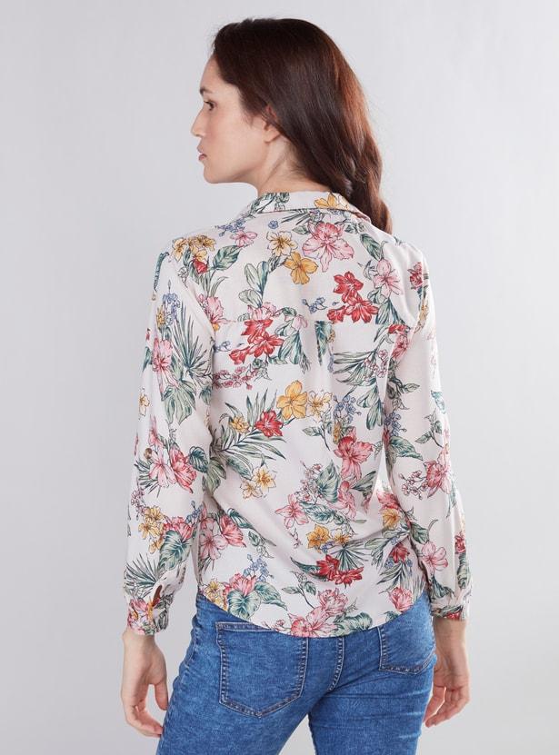 قميص بياقة عاديّة وأكمام قصيرة وطبعات زهرية