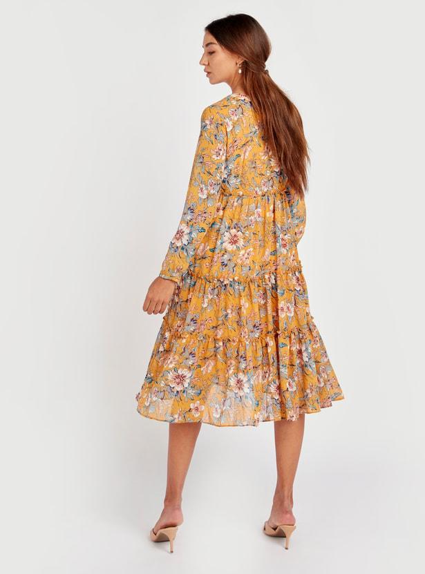 فستان إيه لاين متوسط الطول متعدد الطبقات وياقة حرف V وأكمام 3/4 وطبعات زهرية