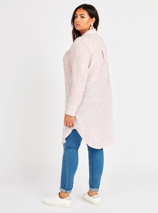 قميص تونيك بياقة عاديّة وأكمام طويلة وطبعات