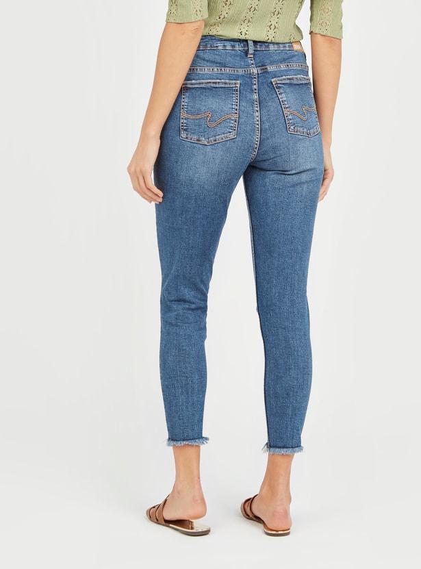 بنطلون جينز سكيني قصير مضلّع بخصر مرتفع