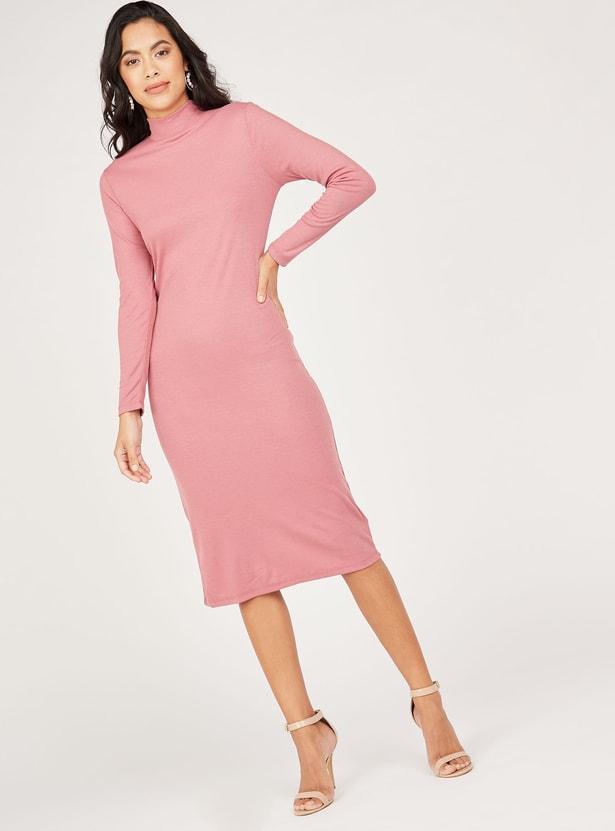 فستان ميدي بقصّة واسع بارز الملمس بياقة عالية وأكمام طويلة