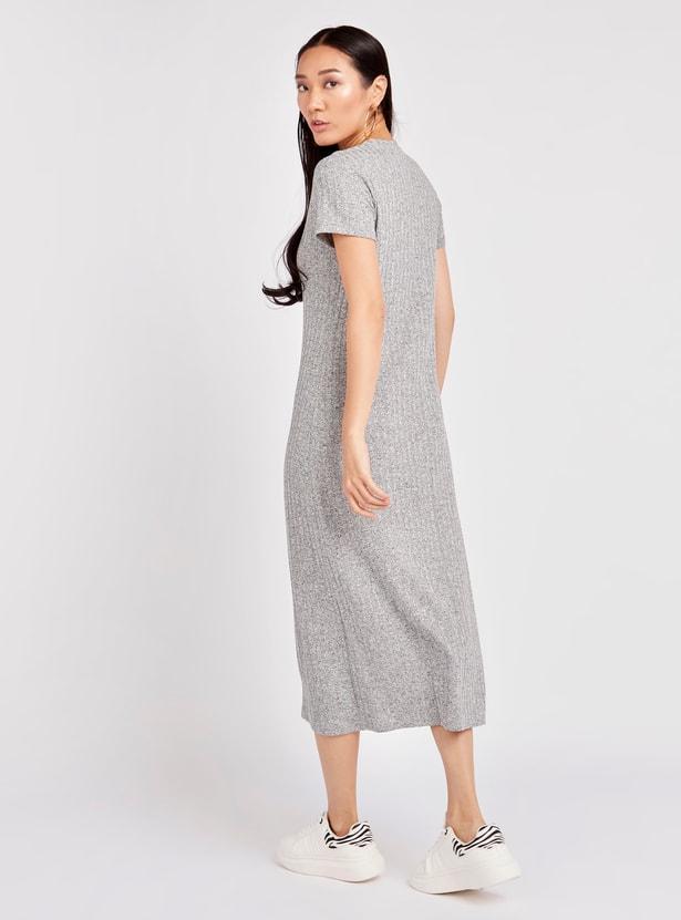 فستان شيفت ميدي مضلع بياقة مستديرة وأكمام قصيرة