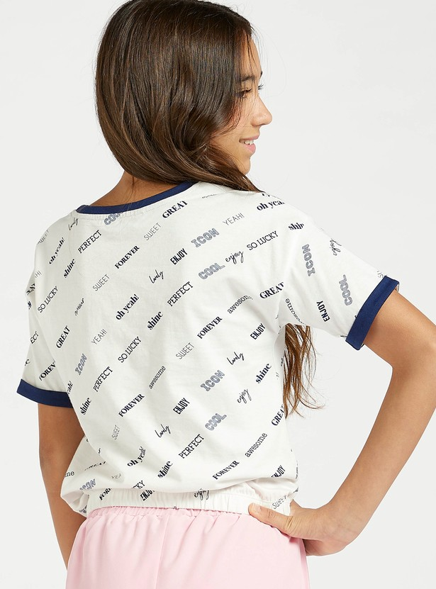 Typographic Print T-shirt with Short Sleeves and Toggle Hem