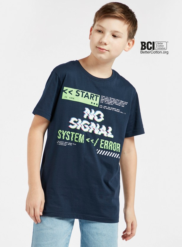 Typographic Print T-shirt with Short Sleeves and Round Neck