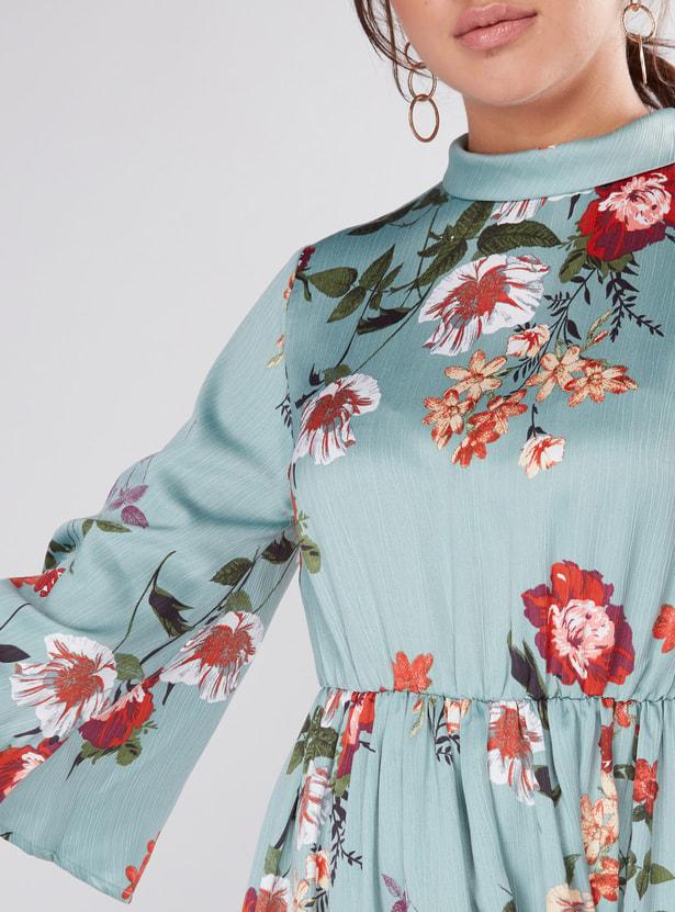 فستان ماكسي بطبعات زهرية وأكمام 3/4 وياقة عالية