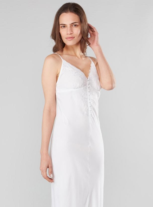 فستان نوم سادة بدون أكمام بياقة V وتفاصيل دانتيل