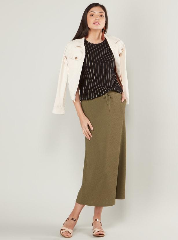 تنورة قصيرة بارزة الملمس مع جيوب ورباط إغلاق