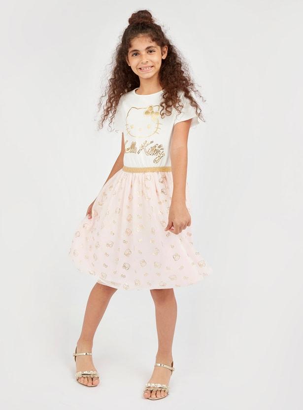 فستان بياقة مستديرة وأكمام قصيرة وطبعات هالو كيتي