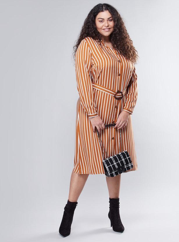 فستان مخطط متوسط الطول مع حزام قماش