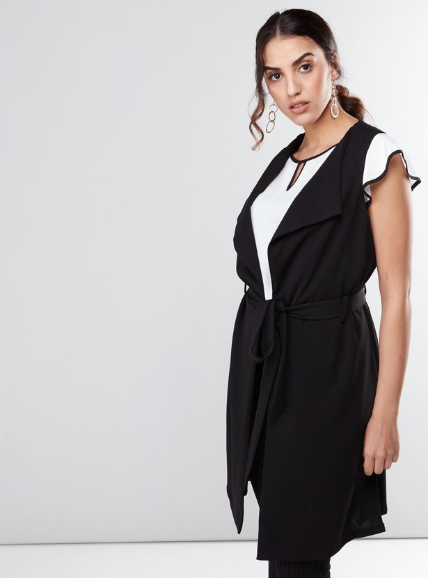 Sleeveless Coat with Tie Ups