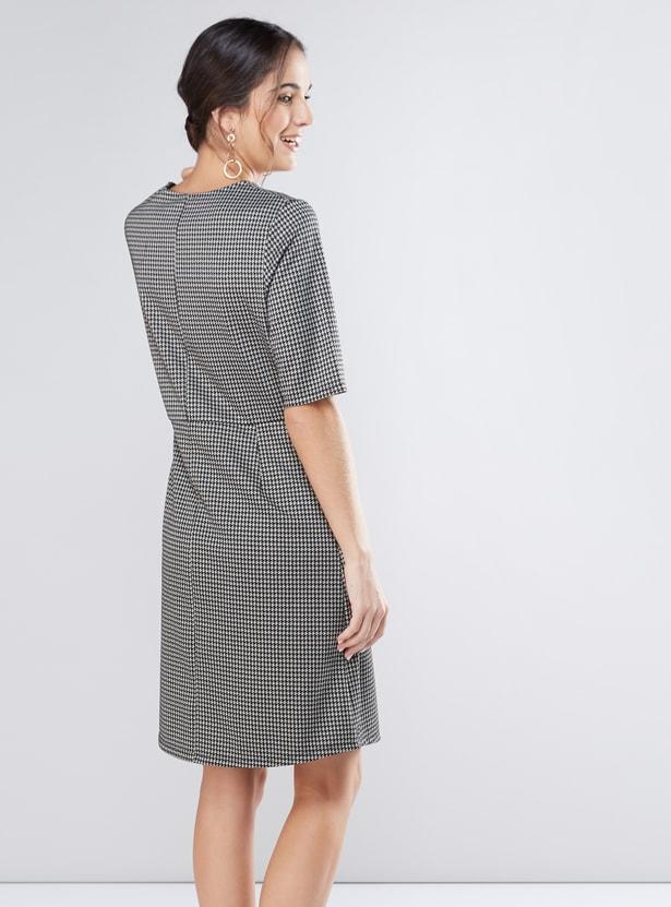 فستان ميدي كاروهات بأكمام قصيرة