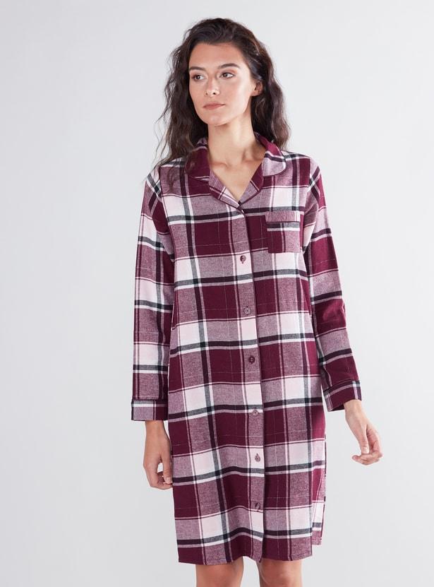 قميص نوم كاروهات بأكمام طويلة وجيب على الصدر