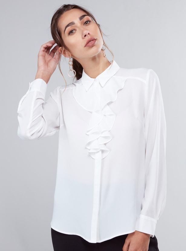 قميص سادة مصمم بياقة عادية وأكمام طويلة وحوّاف منحنية