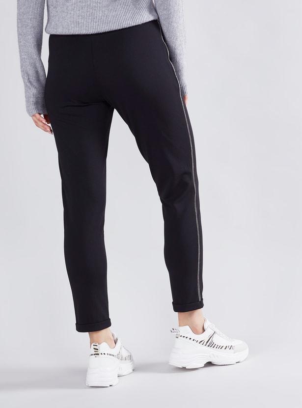 بنطلون جينز طويل بشريطة جانبية