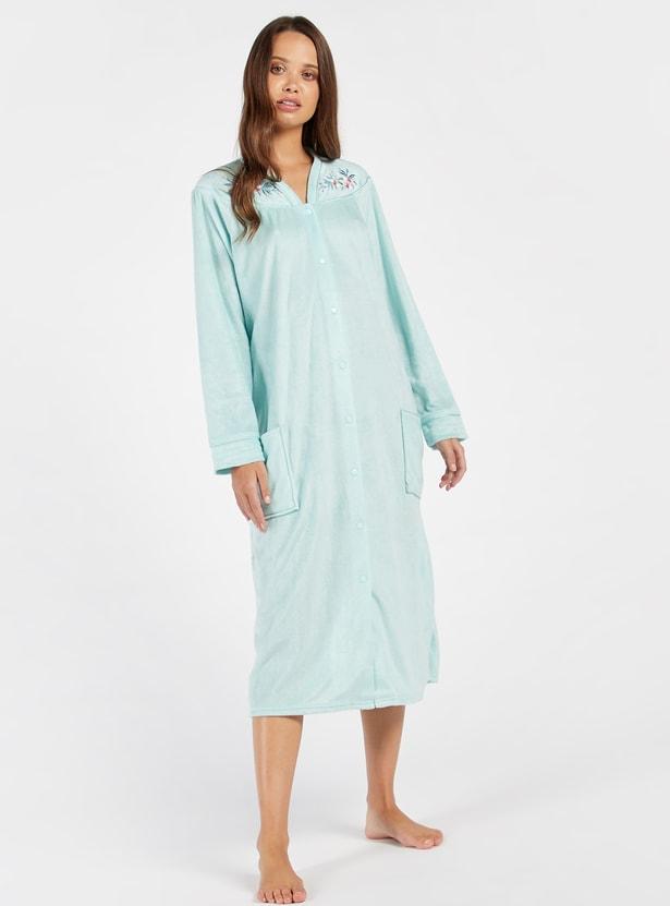 قميص نوم مطرّز بأكمام طويلة وجيوب من كوزي كوليكشن