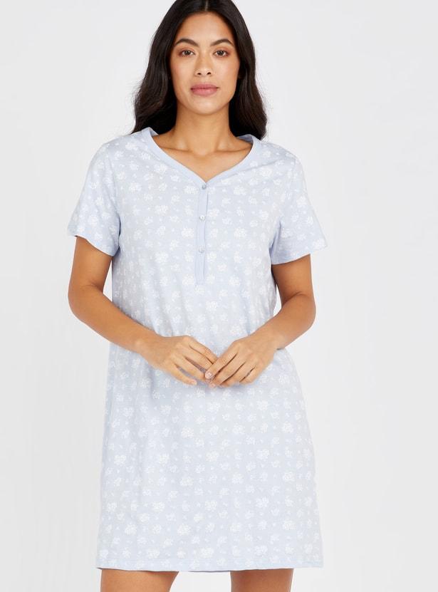 فستان نوم بطبعات أزهار وأكمام قصيرة