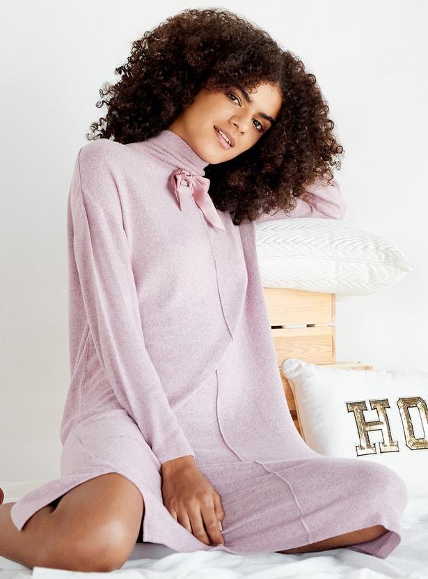 قميص نوم سادة بياقة عالية وفيونكة من كوزي كوليكشن