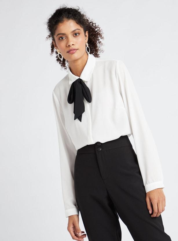 قميص سادة بياقة بوسي متباينة اللون وتزيينات فيونكة وأكمام طويلة