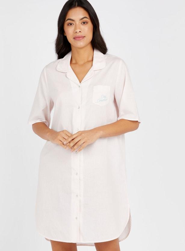 قميص نوم سادة بياقة مفتوحة وأكمام بطول المرفق