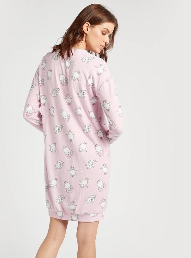 قميص نوم بياقة مستديرة وجيب كنغر وطبعات من كوزي كوليكشن