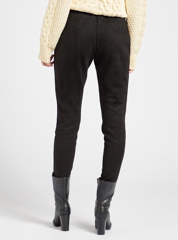 Skinny Fit Mid-Rise Suede Solid Leggings