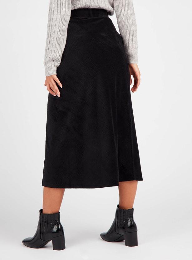 تنورة إيه لاين بارزة الملمس متوسطة الطول كوردوروي بخصر مطاطي